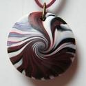 Kakasviadal medál, Ékszer, Medál, Nyaklánc, Bordó, piros, magenta (sötét rózsaszín) és fehér FIMO ékszergyurmából készítettem ezt a lencse alakú..., Meska