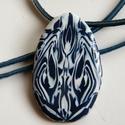 Kék tulipán medál, Ékszer, Medál, Nyaklánc, Sötétkék és fehér FIMO ékszergyurmából készítettem ezt a csepp formájú, absztrakt mintás medált. Mér..., Meska