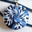 Mosoly medál, Kék és fehér FIMO ékszergyurmából készítet...
