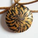 Aranypók medál, Ékszer, Medál, Nyaklánc, Fekete és arany FIMO ékszergyurmából készült ez a mindkét oldalán hordható, lencse alakú medál. Átmé..., Meska