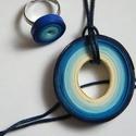 Kék harmónia ékszerszett, Ékszer, Ékszerszett, Medál, Gyűrű, Quilling technikával, 5 és 3 mm-es papírcsíkokból készítettem ezt a szettet: medált és gyűrűt. A szí..., Meska