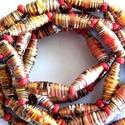 Piroska nyaklánc újrahasznosított papírból, Ékszer, Nyaklánc, A nyaklánc hengeres gyöngyei újrahasznosított papírokból (reklámanyagok, prospektusok) készültek.  A..., Meska
