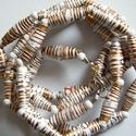 Tisztaság nyaklánc újrahasznosított papírból, Ékszer, Nyaklánc, A nyaklánc hengeres gyöngyei újrahasznosított papírokból (reklámanyagok, prospektusok) készültek.  A..., Meska