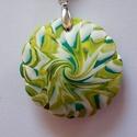 Éretlen virág medál, Ékszer, Medál, Nyaklánc, A tavasz színeiből készítettem ezt a recés szélű lencsemedált: kétféle zöld és fehér FIMO ékszergyur..., Meska