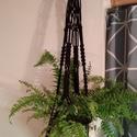 V. Makramé virágtartó /fekete, Otthon, lakberendezés, Kaspó, virágtartó, váza, korsó, cserép, Egyedi, 100% pamut zsinórból, kézzel készített makramé virágtartó fa karikával a tetején. ..., Meska