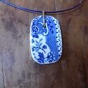 porcelán medál , Ékszer, óra, Medál, Nyaklánc, Különleges   porcelánból csiszolt  medál. Mutatós, trendi, egyedi darab. Medál mérete 3.5 cm..., Meska