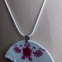 porcelán medál, Ékszer, óra, Medál, Nyaklánc, Különleges technikával készített porcelán medál. Az újrahasznosítás jegyében született m..., Meska