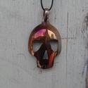 koponya medál, Ékszer, Medál, Ez egy régi alpaka kanálból készített Rocker medál. Tűzi színezéssel. mérete 7cm x 4 cm , Meska