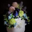Virágdoboz, Dekoráció, Otthon, lakberendezés, Dísz, Asztaldísz, Hófehér papírdobozba készítettem asztali, irodai, recepcióspulti selyemvirág dekorációt. Az..., Meska