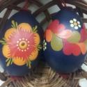 fatojás, Húsvéti apróságok, Magyar motívumokkal, 6 cm-es keményfából készült festett tojás, akasztható. legkevesebb rendelhető mennyiség 2 d..., Meska