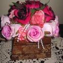 Esküvőre rózsabox, Dekoráció, Esküvő, Ünnepi dekoráció, Esküvői dekoráció, Festett tárgyak, Mindenmás, A virág doboz pácolva van  ebbe helyeztem bele a rózsákat, amelyet esküvőre szülőköszöntő ajándékna..., Meska