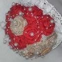 """""""Tüzes vörös"""" menyasszonyicsokor , Esküvő, Dekoráció, Esküvői csokor, Csokor, Virágkötés, Mindenmás, Jutaszalagból készítettem ezt a klasszikus piros rózsa menyasszonyicsokrom. Ajánlom neked, amennyib..., Meska"""