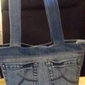 Női farmer válltáska, Táska, Válltáska, oldaltáska, A táska farmernadrágból készül. Fő motívuma a nadrág farzseb mintája. Mérete: 36x28 cm,bő..., Meska