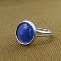 Kék tűzzománc gyűrű, Ékszer, óra, Ékszerszett, Gyűrű, Tűzzománc gyűrű, mely a kék színében pompázik.  Az ezüst színű foglalat nikkelmentes, antiallergén a..., Meska