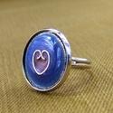 Kék-rózsaszín tűzzománc gyűrű, Ékszer, óra, Ékszerszett, Gyűrű, A rekeszzománc technikájával készítettem ezt az kék színű gyűrűt, kis rózsaszín szív mintával.  Az e..., Meska