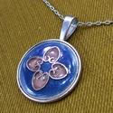 Kék-rózsaszín tűzzománc nyaklánc, Ékszer, Ékszerszett, Nyaklánc, Medál, A rekeszzománc technikájával készítettem ezt a kék színű medált,  rózsaszín mintával.  Az ezüst szín..., Meska