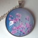 Apró virágos üveglapos medál, Ékszer, óra, Medál, Gyűrű, A medál 35 mm átmérőjű és tetszőleges méretű láncot tudok hozzá készíteni. Üde, tavaszi virágok dísz..., Meska