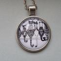 Cica találkozó üveglapos medál, Ékszer, óra, Medál, Nyaklánc, Üveglapos technikával készült 25 mm-es medál macskás képpel, tetszőleges hosszúságú l?nccal   Gyűrűt..., Meska