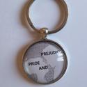 Büszkeség és balítélet kulcstartó, Ékszer, óra, Mindenmás, Kulcstartó, Jane Austen nagysikerű könyve ihlette a 35 mm átmérőjű kulcstartót mr Darcy és Elizabeth sziluettjév..., Meska
