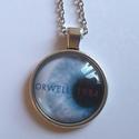 Orwell 1984 medál, Ékszer, óra, Medál, Nyaklánc, Megkerülhetetlen műnek tartom Orwell 1984-ét. Irodalmi klasszikusok ihlették az új kollekciómat és t..., Meska