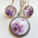 Lila virágos pitypangos szett, Ékszer, óra, Fülbevaló, Medál, Nyaklánc, 16 mm-es lencséjű fülbevaló és 25 mm-es medál alkotja a szettet. Láncot tetszőleges méretben lehet h..., Meska