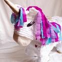 Unikornis pinata, Dekoráció, Játék, Újrahasznosított alapanyagból készült termékek, Papírművészet, Mesebeli unikornis pinata fehér szőrrel, arany szarvval és patákkal, színes - rózsaszín, lila, kék ..., Meska