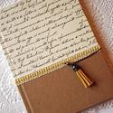 Sárga bojtos napló, Naptár, képeslap, album, Ballagás, Jegyzetfüzet, napló, Natúr és írásos mintájú díszpapírral borított napló ekrü pamutcsipke rátéttel. A napló..., Meska