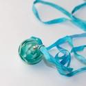 Türkiz szirmok-egyedi lámpagyöngy medál selyemszalagon, A medál gyöngyét Moretti üvegből  olvasztotta...