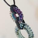 DONUT cool colors -egyedi üveggyöngyök bőrszálon, Az üveggyöngyöket lilás és transzparens zöld...