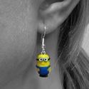 Minion lógós fülbevaló, Süthető gyurmából készült fülbevaló, nikke...