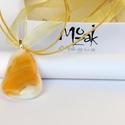 Mézes-sárga, Ékszer, Medál, Fehér és méz-sárga üveg összeolvasztásával született ez a medál. A sárga szín kissé mat..., Meska