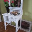"""Vintage, Shabby kis asztal, tükörrel, Bútor, Dekoráció, Otthon, lakberendezés, Festett tárgyak, Mozaik, Vintage, Shabby stílusban felújított kis asztal, tükörrel. A kis asztal """"zsigerből"""" hozza a stílus ..., Meska"""