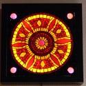 Piros mandala - üvegmozaik falikép világítással, Dekoráció, Otthon, lakberendezés, Lámpa, Falikép, Mozaik, Mindenmás, Világító üvegmozaik falikép  mérete:25x25 cm  Üveglapra ragasztottam a motívumot üvegmozaik technik..., Meska