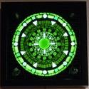 Zöld mandala - üvegmozaik falikép világítással, Dekoráció, Otthon, lakberendezés, Lámpa, Falikép, Mozaik, Mindenmás, Világító üvegmozaik falikép  mérete:25x25 cm  Üveglapra ragasztottam a motívumot üvegmozaik technik..., Meska