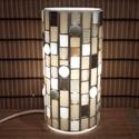 Üvegmozaik lámpa - fehér, Képzőművészet, Otthon, lakberendezés, Lámpa, Asztali lámpa, Üvegmozaik asztali lámpa  Henger alakú lámpatestre készült a motívum  kézzel vágott spektru..., Meska