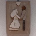 Esküvő - kavicskép - bézs, Dekoráció, Esküvő, Otthon, lakberendezés, Nászajándék, Festett lelakkozott fenyőfa lapra kavicsok felragasztásával készült falikép akasztóval.  Romantikus,..., Meska