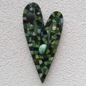 Zöld szív - üvegmozaik falidísz, Dekoráció, Otthon, lakberendezés, Képzőművészet, Dísz, Üvegmozaik falidísz akasztóval  Mérete: kb. 10*20*2cm  Szív alakra vágott, festett fa alapra r..., Meska