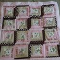 Rózsaszín pillangós takaró, Vidám pillangós takaró. A fedőlap patchwork te...