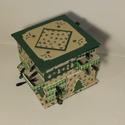Zöld fenyőfás adventi naptár, Gyufásdobozból készült adventi naptár. Mind a...
