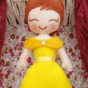 Hercegnő (filc hercegnő), Játék, Játékfigura, Varrás, Ezt a bájos kis Hercegnőt jóminőségű napsárga filcből varrtam, apró kézi pelenkaöltéssel. Flízzel t..., Meska