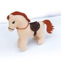 Lovacska (filc ló), Játék, Játékfigura, Készségfejlesztő játék, Varrás, Ezt a vajszínű lovacskát jóminőségű baracvirágszínű (vagy test színű) filcből varrtam, apró kézi pe..., Meska
