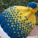 Kék sárgával meleg sapka gyereknek, Ruha, divat, cipő, Kendő, sál, sapka, kesztyű, Sapka, Minőségi fonalból kötöttem ezt a bojtos sapkát, kék és mustársárga színekkel. Nagyon kellemes puha ,..., Meska