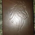 Lovas bőrös könyv, Karácsonyi, adventi apróságok, Naptár, képeslap, album, Jegyzetfüzet, napló, Valódi teljes bőrből készült. 10.5 x 15  cm    120 lapos kis napló. Vakon nyomott ló jej mintával...., Meska