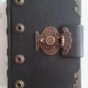 Régi veretes kapcsos könyv, Naptár, képeslap, album, Jegyzetfüzet, napló, Kézműves könyvkötéssel készült, valódi bőrből, régies kapocs díszítéssel. 11 cm X 15 c..., Meska