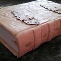 Vintage bőrös könyv, Naptár, képeslap, album, Jegyzetfüzet, napló, Kézműves könyvkötéssel készült Vintage stílusban. Valódi bőrből, vintage veretekkel. 11 c..., Meska