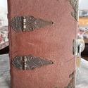 Valódi bőrös könyv lakattal, Naptár, képeslap, album, Jegyzetfüzet, napló, Kézműves könyvkötéssel készült valódi bőrkötésben, lakattal zárható könyv. 11 cm X 15 ..., Meska