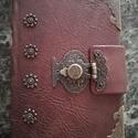 Bőrből készült veretes kapcsos könyv, Kézműves könyvkötéssel készült, valódi bő...