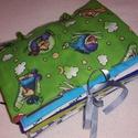 Készségfejlesztő textilkönyvecske FIÚS, Gyerek & játék, Játék, Készségfejlesztő játék, Varrás, Készségfejlesztő textil baba/kisgyermek könyv, ügyesíti a kis kezeket, tanít okosít. 9 oldalas, pat..., Meska