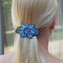 Virágos   - Gyöngy hímzett hajcsat , Ékszer, Képzőművészet, Virágos mintával és swarovski kristállyal készült hajcsat.  Kérésedre lehet más színkombinációban is..., Meska