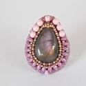 Lila labradoritos gyűrű  - gyöngy hímzett gyűrű, Csodaszép lila fényű labradorittal készítette...